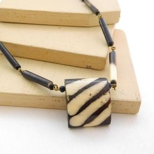 Jewelry - Vintage Brown White Horn Bead Choker Necklace